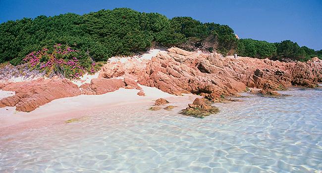 Playa Rosa de Budelli en Costa esmeralda