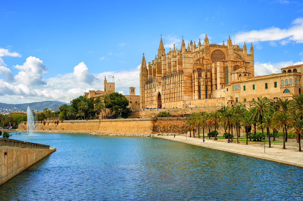 PICTURESQUE, CULTURAL AND BOHEMIAN – PALMA IS PERFECT FOR A TOUR!